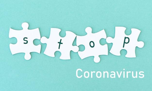 Kawałki puzzli słowo zatrzymać koronawirusa
