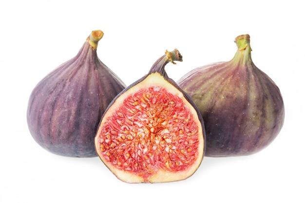Kawałki świeża figi owoc odizolowywająca na bielu
