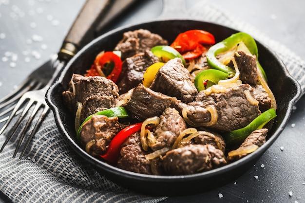 Kawałki wołowiny cookef z warzywami