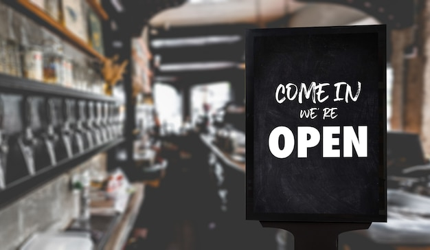 Kawiarnia kelner stojący przed sklep z kawą vintage retro znak otwórz znak przy kawie