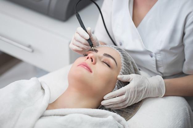 Kawitacja ultradźwiękowa, oczyszczanie skóry twarzy