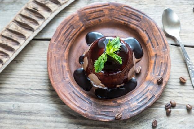 Kawowa panna cotta pod polewą czekoladową