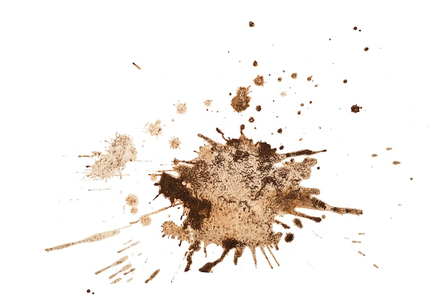 Kawowa plama odizolowywająca na białym tle