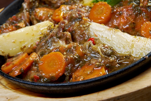 Kchuch - gulasz jagnięcy z ziemniakami.kuchnia ormiańska