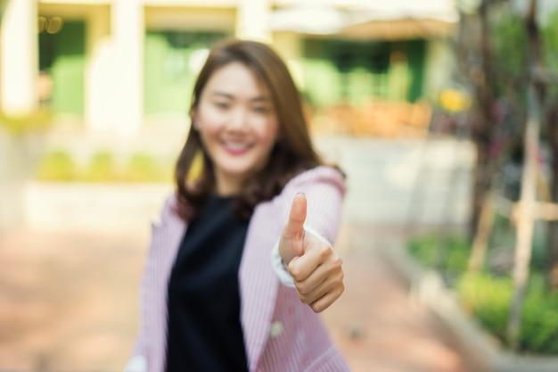 Kciuk w górę dla azjatyckich przedsiębiorców