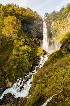 Kegon falls jesienią w parku narodowym nikko