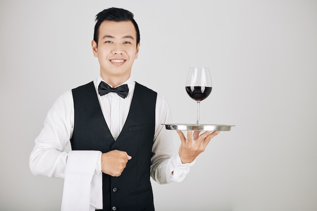 Kelner obsługujący zamówienie