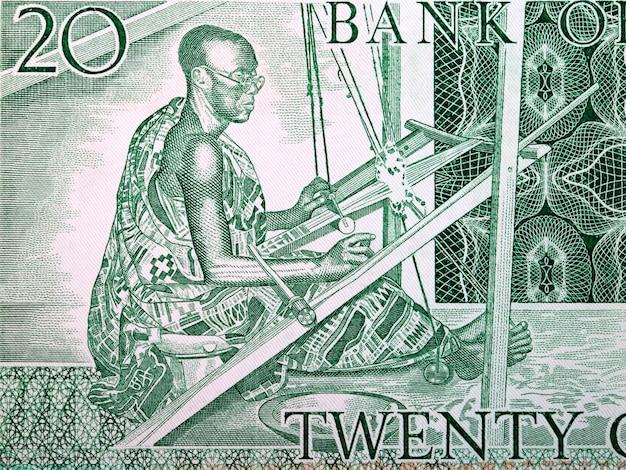 Kente tkacz ze starych pieniędzy z ghany
