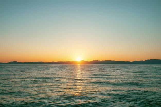 Kerkyra miasto korfu na zachodnim wybrzeżu wyspy korfu na morzu jońskim.
