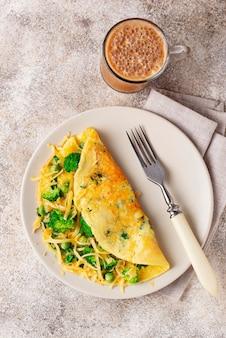 Keto nisko węglowodanowy omlet i kuloodporna kawa