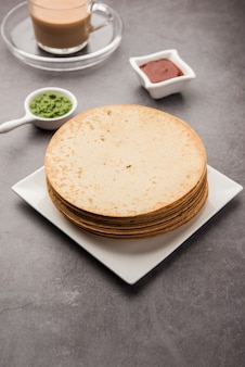 Khakhra to cienki krakers powszechny w kuchni gudżarati w zachodnich indiach, zwłaszcza wśród dżinistów