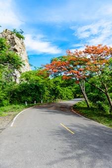 Khao ngu stone park w ratchabri, tajlandia