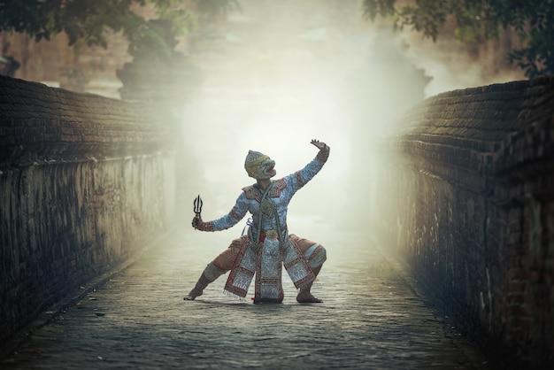 Khon jest tradycyjną sztuką teatralną tańca tajskiego klasycznego zamaskowanego