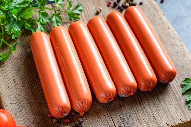 Kiełbasa półfabrykaty fast food mięso wieprzowe, wołowe lub drobiowe gotowe do spożycia przekąska