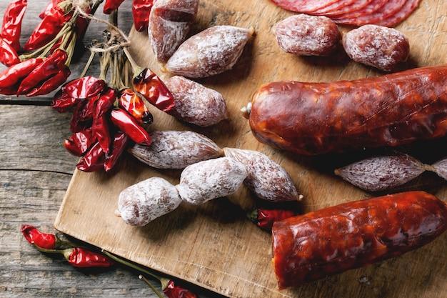 Kiełbaski i papryczki chili