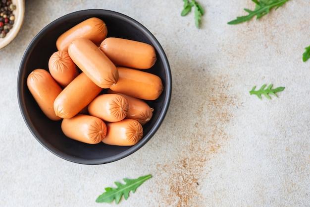 Kiełbasy soja seitan białko roślinne soja bezmięsna pszenica klasyczny smak wegetariański lub wegański