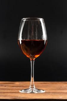Kieliszek czerwonego wina cabernet sauvignon