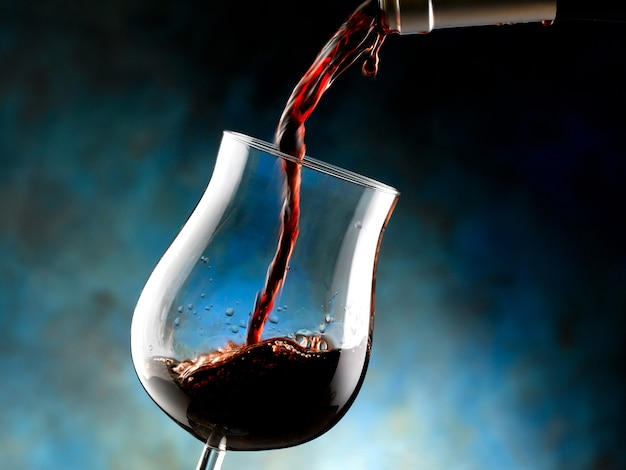 Kieliszek czerwonego wina doc