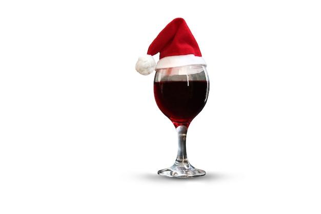 Kieliszek czerwonego wina w czapce, izolat, koncepcja wakacje