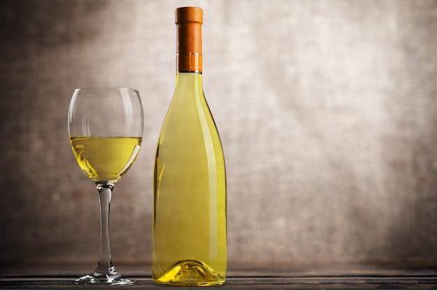 Kieliszek do białego wina na tle