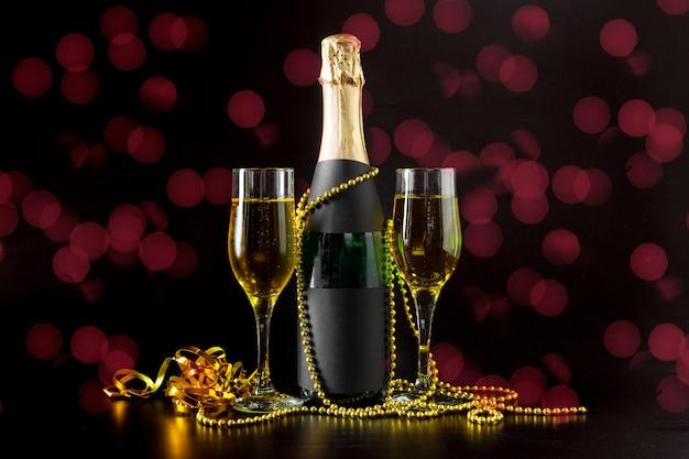 Kieliszek do szampana i butelka