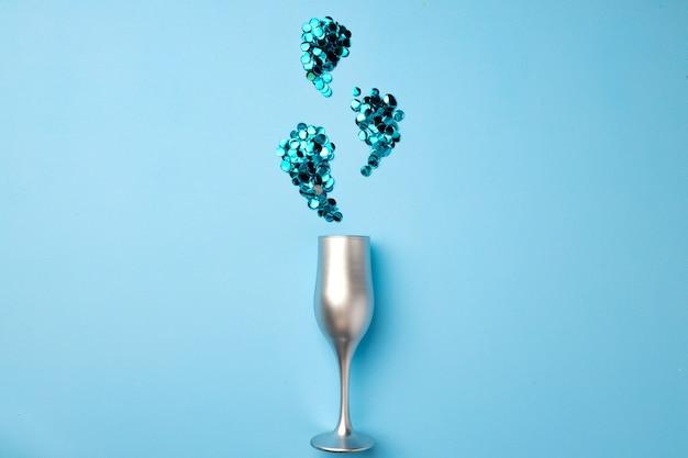 Kieliszek do szampana z konfetti na płasko