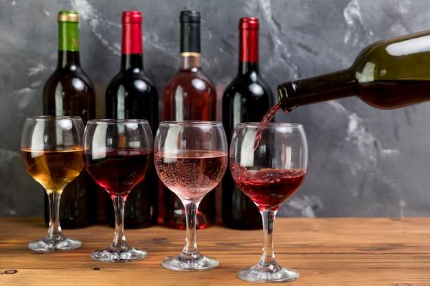 Kieliszek do wina do napełniania butelek
