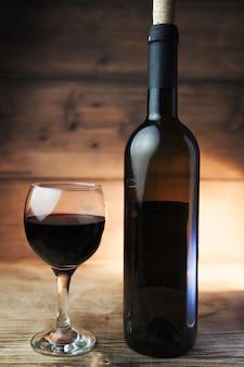 Kieliszek do wina i butelka