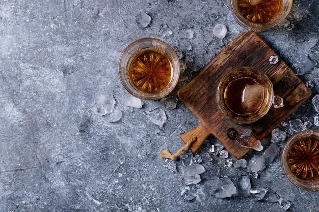 Kieliszek irlandzkiej whisky