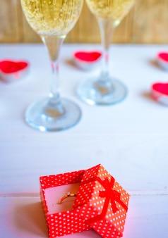 Kieliszki do szampana z sercem.