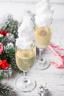 Kieliszki do szampana z watą cukrową