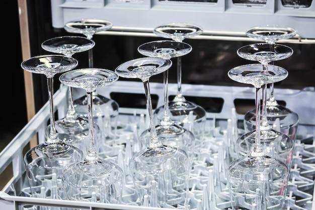 Kieliszki do wina wykonane ze szkła w zmywarce