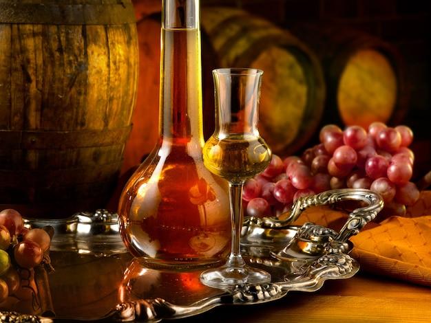 Kieliszki z winem na stole