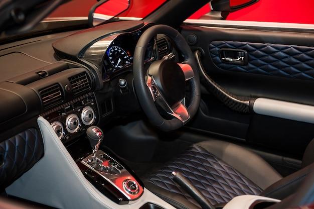 Kierownica wnętrza samochodu