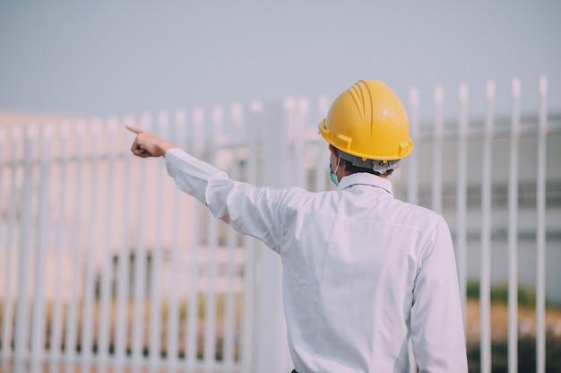 Kierownik budowy projektu kontroli kasku ochronnego