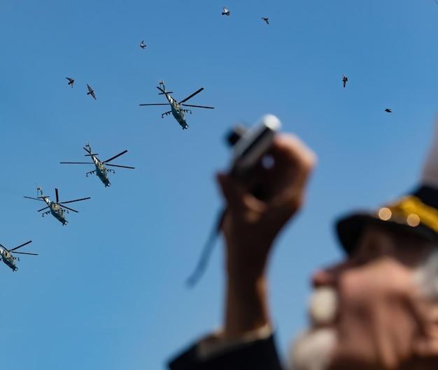 Kijów, ukraina - 24 sierpnia 2021: obchody 30. rocznicy niepodległości ukrainy. parada wojskowa w kijowie.