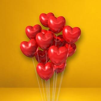 Kilka balonów w kształcie serca czerwonego na tle żółtej ściany. renderowanie ilustracji 3d