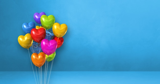 Kilka balonów w kształcie serca kolorowe na tle niebieskiej ściany. baner poziomy. renderowanie ilustracji 3d