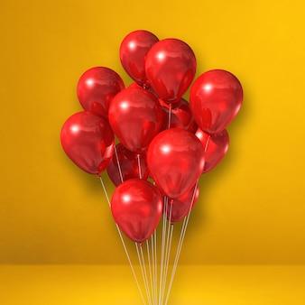 Kilka czerwonych balonów na tle żółtej ściany. renderowanie ilustracji 3d