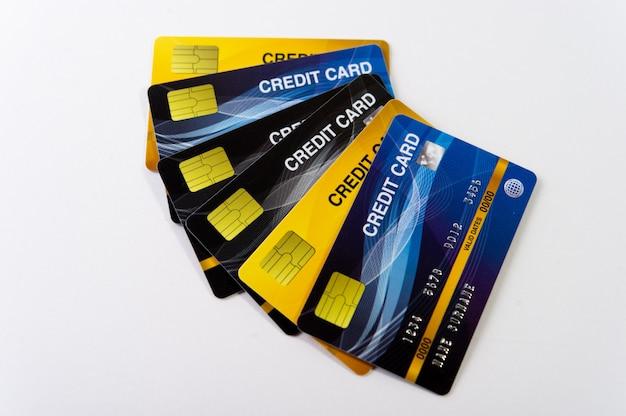 Kilka kart kredytowych