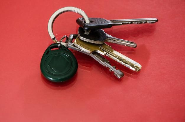 Kilka kluczy na różowo