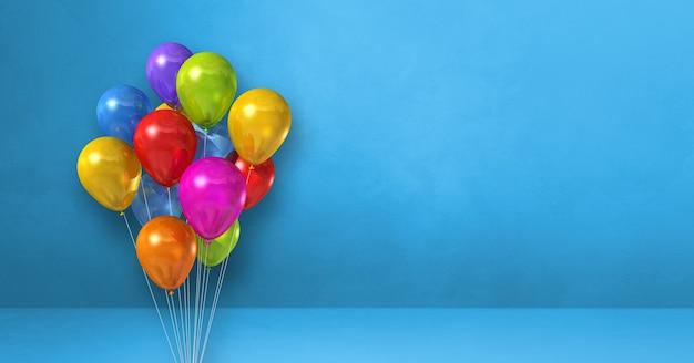 Kilka kolorowych balonów na tle niebieskiej ściany. baner poziomy. renderowanie ilustracji 3d