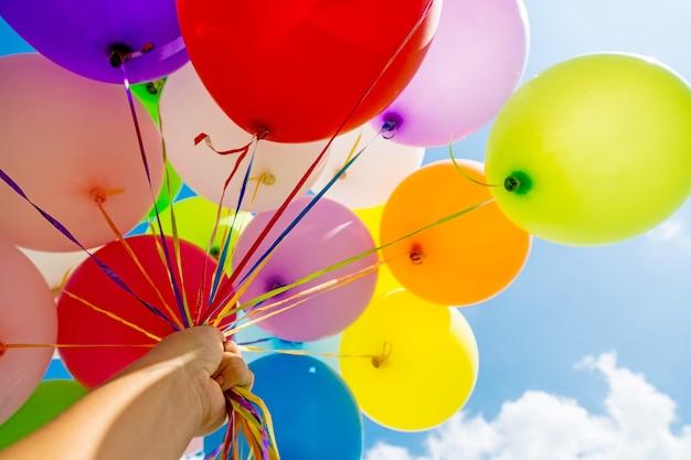 Kilka kolorowych balonów