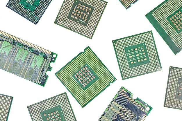 Kilka procesorów, centralnych jednostek procesora i pamięci ram, pamięć o dostępie swobodnym, izolowana