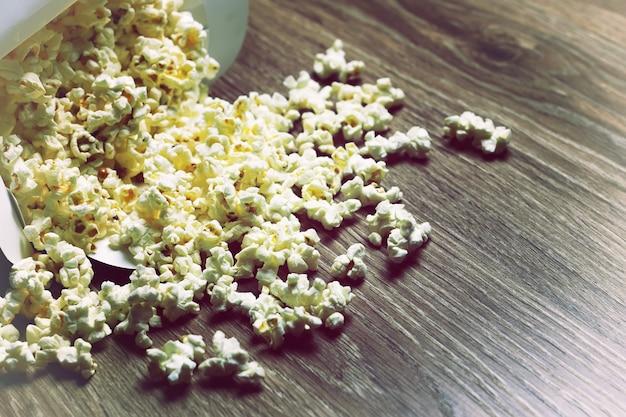 Kilka pudełek popcornu