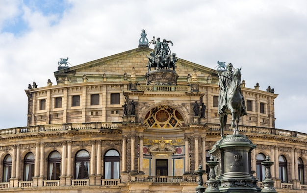 King johann i mounument i semperoper w dreźnie