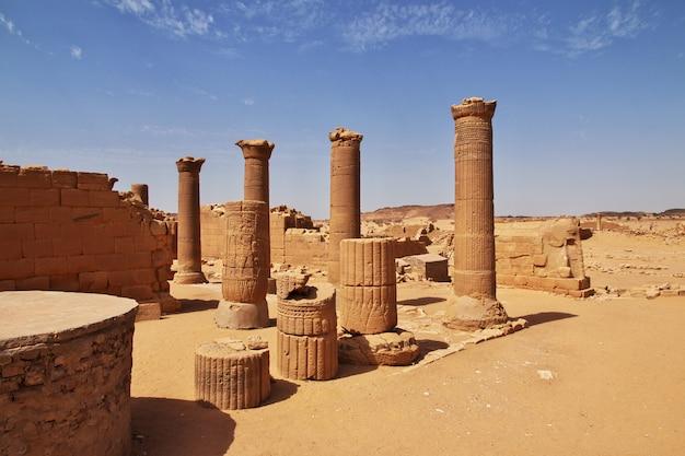 Kingdom kush - ruiny świątyni na saharze w sudanie