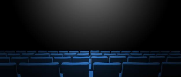 Kino kino z niebieskimi rzędami siedzeń i czarnym tłem kopii przestrzeni. poziomy baner