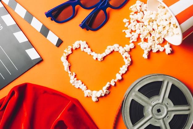 Kino w stylu popcorn serca
