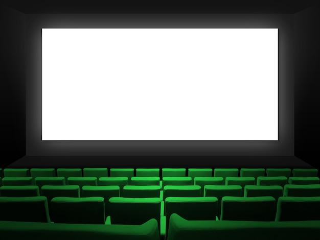Kino z siedzeniami z zielonego aksamitu i pustym białym ekranem. skopiuj tło przestrzeni